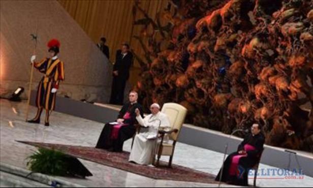 El Vaticano abre juicio contra dos periodistas y un cura por filtración