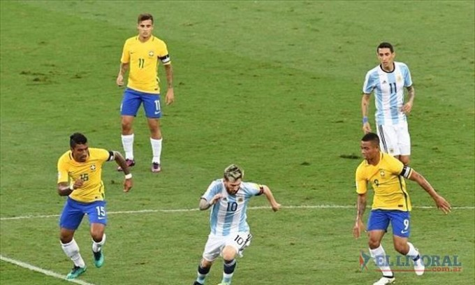 Brasil bailó a la Selección, que complica su clasificación