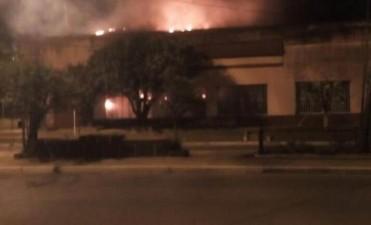 Voraz incendio provoca daños totales en una conocida panadería