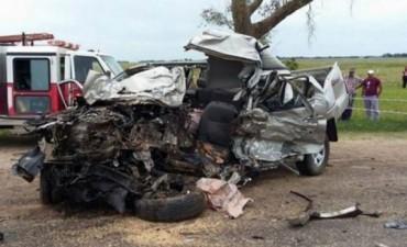 Dos muertos en choque frontal de camioneta y camión en la ruta 12
