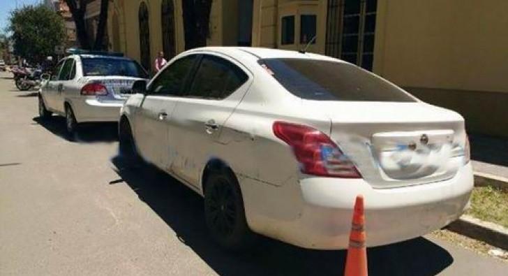 Mujer se arrojó de auto en movimiento e investigan posible caso de trata