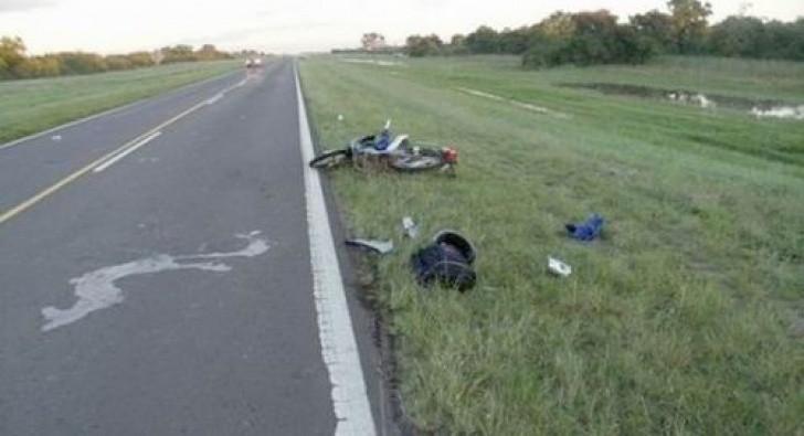 Motociclista murió tras chocar contra una columna de alumbrado público