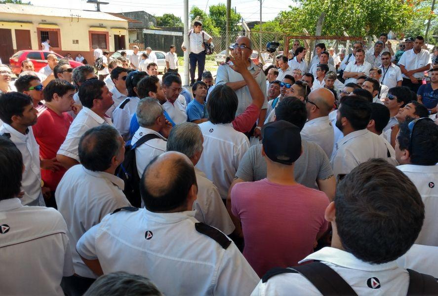 La ciudad paralizada por un conflicto laboral, salarial y sindical del transporte