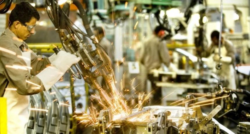 La industria cayó casi 5 por ciento en octubre, según un informe privado