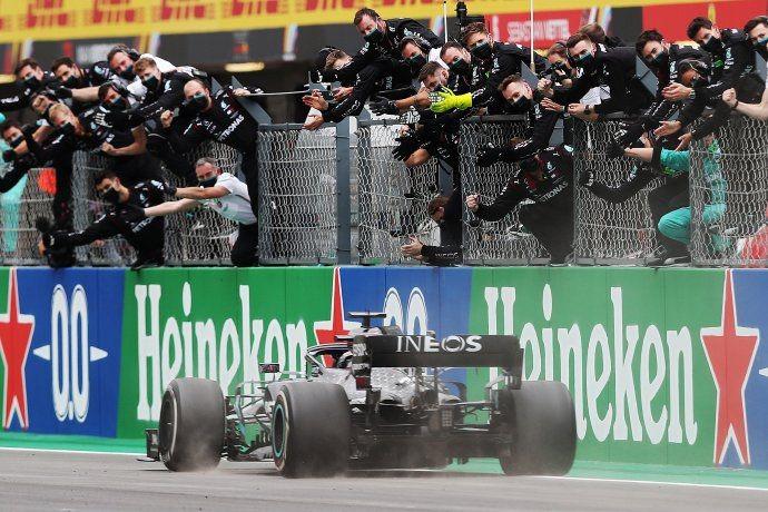 Hamilton otra vez campeón, alcanzó récord de Schumacher