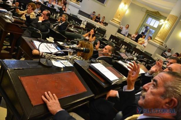 Con el voto de 2 peronistas el Gobierno tiene Presupuesto y créditos millonarios