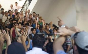 Continúan las negociaciones para desactivar las protestas policiales en el interior del país