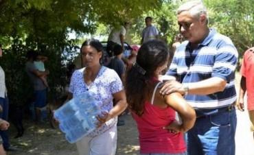 El intendente Fabián Ríos asistió a familias del Río Paraná y La Tosquera