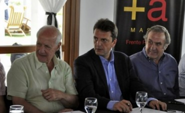 Junto a la 'vieja política', Massa habló de la 'renovación'