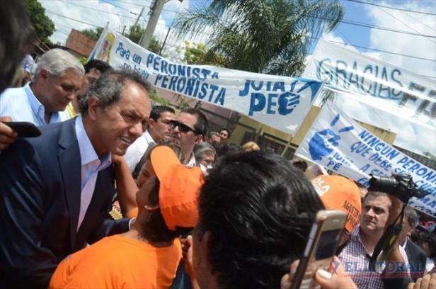Scioli en Corrientes se comprometió a sostener el modelo social y económico