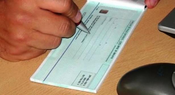 Curuzú : Estafan a estación de servicios con cheques falsos por 150 mil pesos