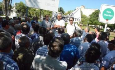 Policías retirados vuelven a Casa de Gobierno en busca de respuestas