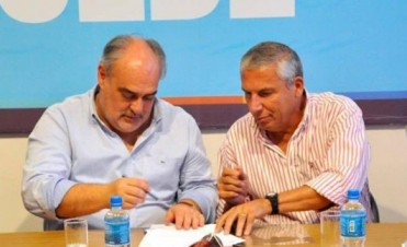 Colombi firmó convenio en Goya y entregó financiamiento a productores en Santa Lucía