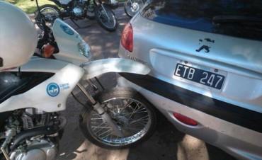 Inspector de tránsito herido por un conductor que embistió su moto para escapar de un test de alcoholemia