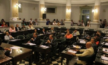 La oposición repartió acusaciones pero el Presupuesto no será tratado hasta 2015
