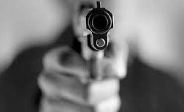 Un comerciante está grave tras recibir un disparo en la cabeza