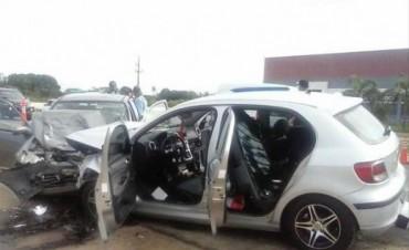 Dos autos chocaron de frente y hay cinco heridos