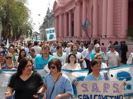 Estatales reclaman aumento salarial genuino y el convenio colectivo
