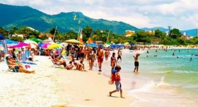 Vacacionar en Brasil cuesta menos que en playas del Litoral