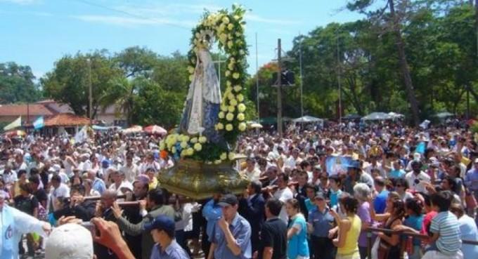 Con diversos rituales, rinden culto a la Virgen