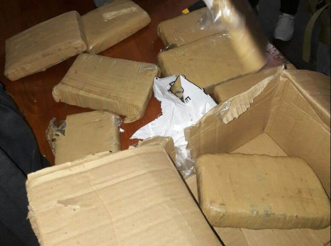 Pasajero de un micro descubierto con caja repleta de marihuana