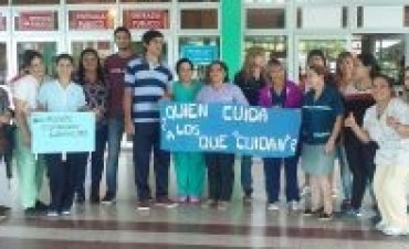 Trabajadores del hospital Juan Pablo II se manifestaron y podrían realizar paro