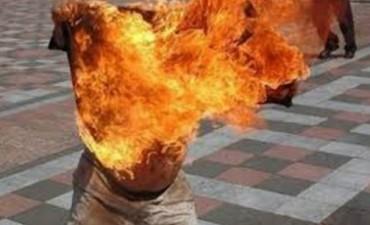 Se prendió fuego para evitar ser detenido y murió
