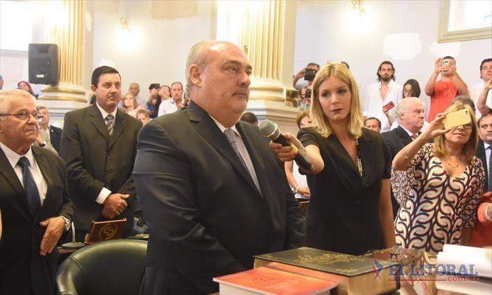 Con Ricardo a la cabeza, los senadores juraron y postergaron la elección de las autoridades