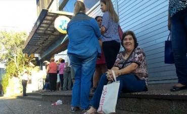 Problemas en el Banco de Corrientes para pagar el último tramo del sueldo