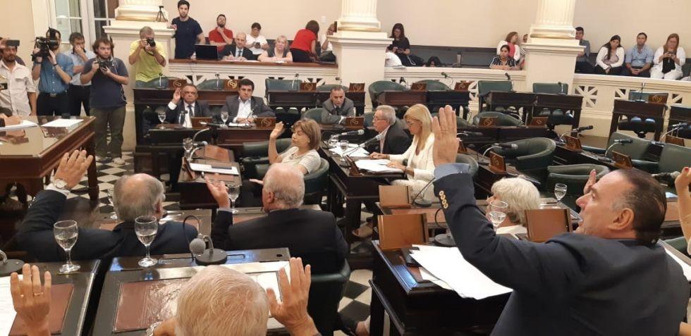 Senado: con apoyo del PJ y el Panu aprueban presupuesto con empréstito