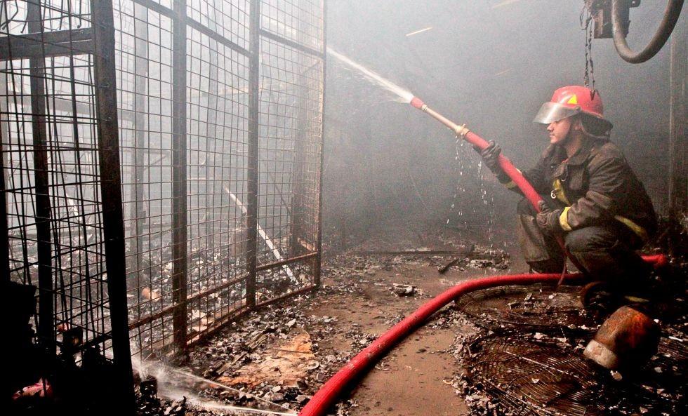 Incendio destruyó más de 80 puestos del Mercado de Productos Frescos