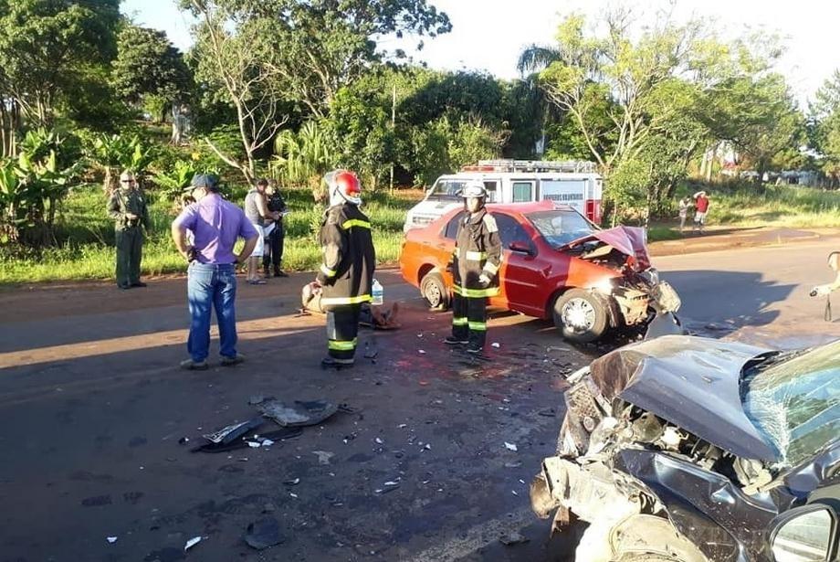 Más de diez personas heridas tras un brutal choque de tres automóviles.