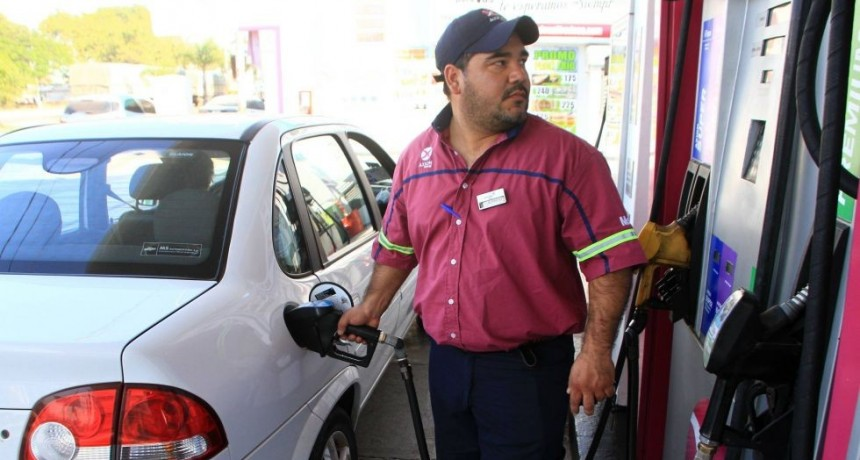 Petroleras y Gobierno, muy cerca de anunciar una baja en las naftas