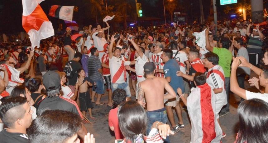 """Hinchas de River """"coparon"""" la Costanera por la Libertadores"""