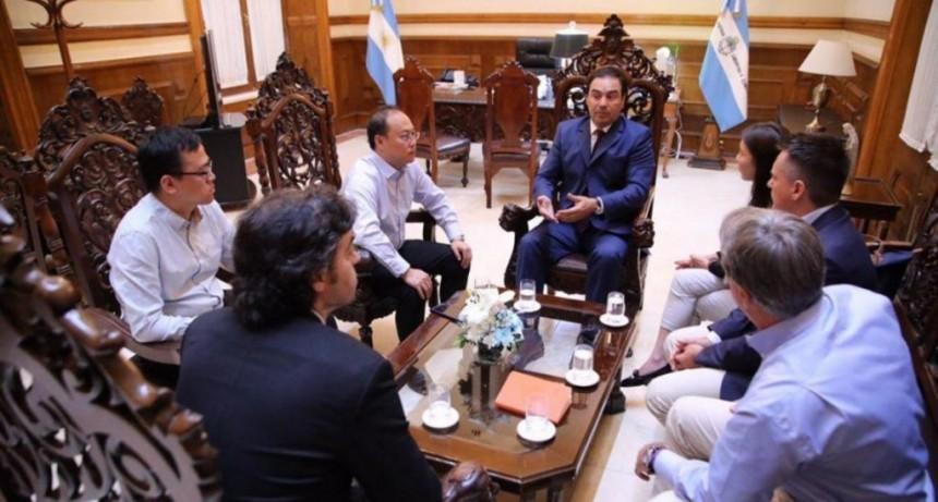 Valdés rubricó convenios con el CFI y se reunió con representantes de China