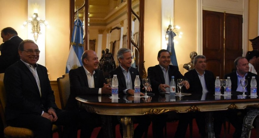 Valdés firmó convenio con Nación para que Corrientes se sume a la revolución digital