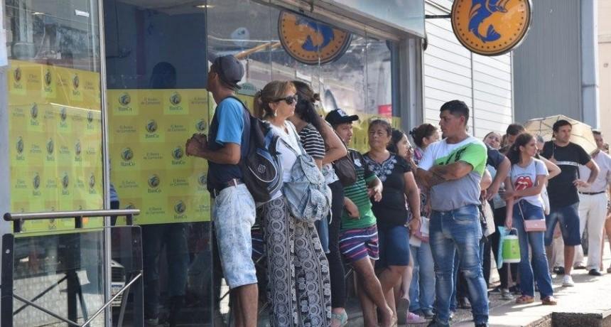 Desde este martes 24 arranca en cajeros automáticos el pago a los empleados públicos