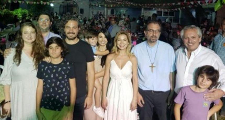 El Presidente estuvo en San Cayetano para esperar la llegada de la Navidad