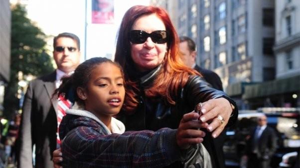 ¿Quién es la nena que abrazó a Cristina en Nueva York?