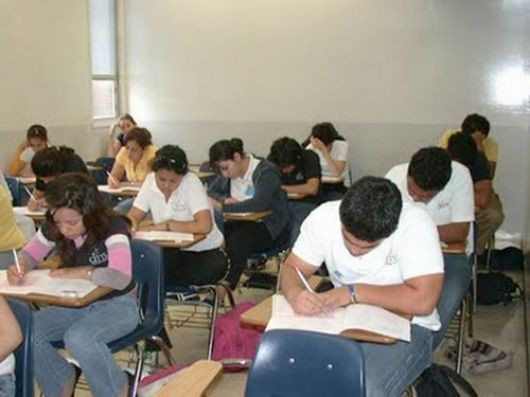Advierten superpoblación de jóvenes en escuelas nocturnas de Nivel Primario