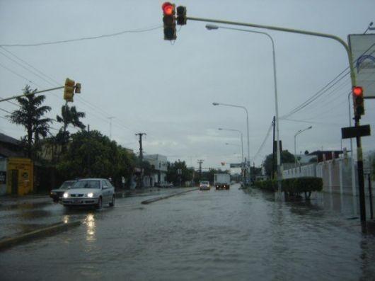 Varios barrios correntinos anegados por la lluvia