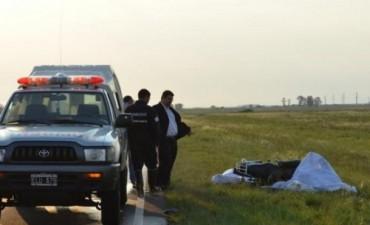 Mueren un hombre y un niño al despistar una moto