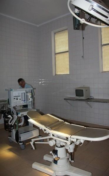 El Hospital de La Cruz adquirió una maquina de anestesia y un electrobisturí con recursos de la Cooperadora.