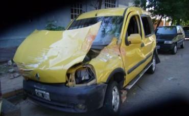 Joven volcó en una camioneta: no se acuerda ni cómo sacó el vehículo