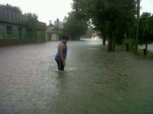 Goya sin luz y con varios sectores inundados tras temporal de lluvia y viento