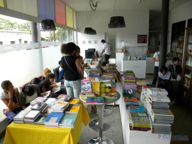 Hombres y mujeres de las letras dieron prestigio a la Primera Feria del Libro