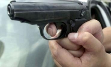 A balazos, atacaron a dos muchachos en el barrio San Martín