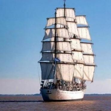 La Fragata Libertad navega a la altura de Brasil y arribará a Mar del Plata el 9 de enero