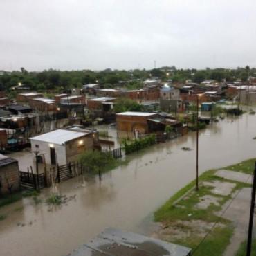 Calles anegadas e intransitables causa la lluvia torrencial que cae sobre la ciudad