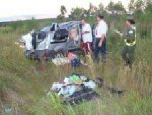 Murió un hombre tras volcar un auto en La Cruz